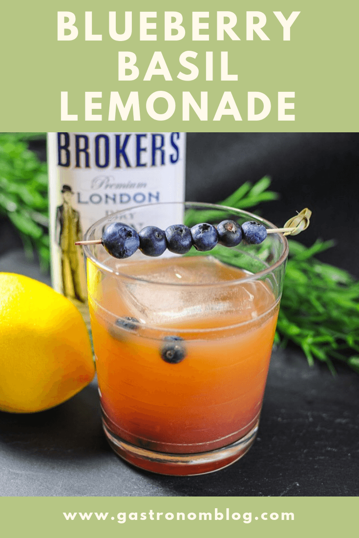 Blueberry Basil Lemonade with blueberries, basil and lemon juice. Add combined with gin from Gastronomblog. #cocktail #gin #lemon #blueberry #gastronomblog