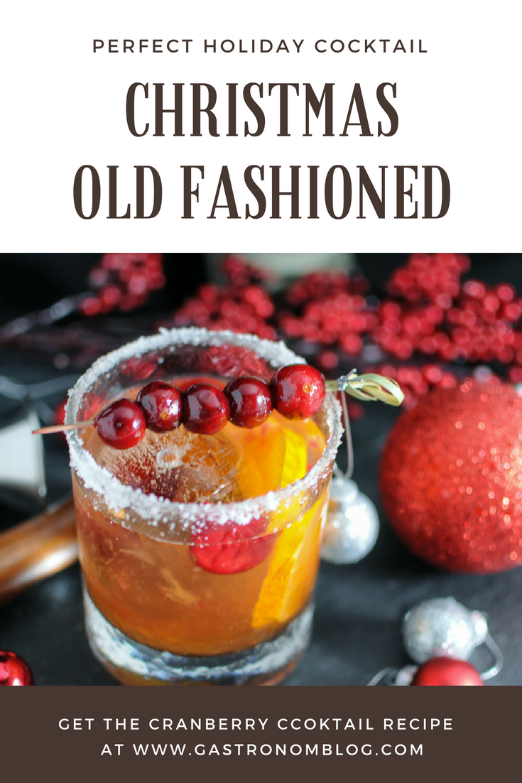 Christmas Old Fashioned - a holiday twist on the classic cocktail. Cranberry simple syrup, Angostura bitters, Rye whiskey, orange and cranberries from Gastronomblog. These Christmas cocktails are the perfect party cocktail! #cocktail #gastronomblog #whiskey #Christmas #holiday