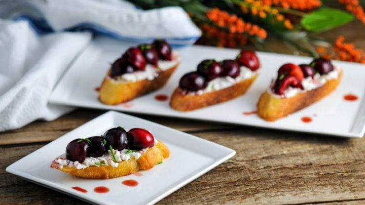 Tangy Balsamic Cherry Crostini Appetizer - Cherry Recipes