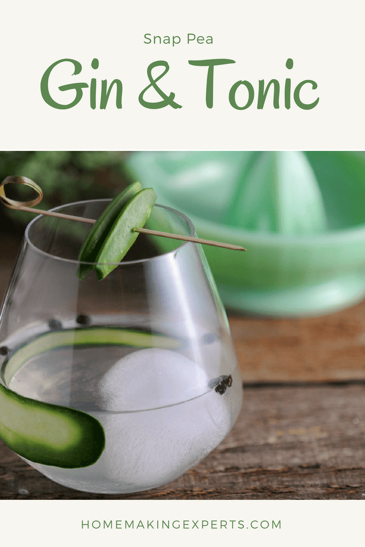Snap Pea Gin & Tonic - snap pea simple syrup, gin, tonic water. This pea cocktail is a twist on the classic recipe. This variation has sugar snap peas from the garden from Gastronomblog. It's veggies so it's healthy, right? #cocktail #gastronomblog #drinks #gin #tonic
