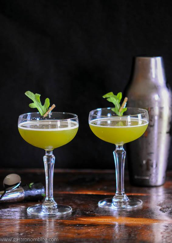 Green cocktail in coupes with leaves
