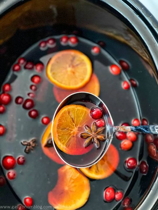 Slow cooker mulled wine with orange slices, cranberries and spices
